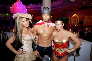 Bagatelle-Beach-Supper-Club-Guests-Wear-Masks-to-Celebrate-Halloween-1